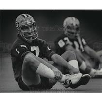 1977 Press Photo David Whitehurst, Green Bay Football Quarterback, Exercising