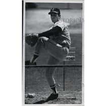 1965 Press Photo Milwaukee Brave Baseball Player, Hank Fischer Throwing Pitch