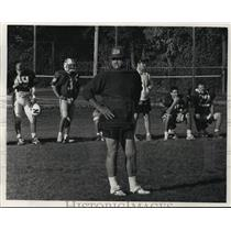 1992 Press Photo Green Bay Packers' Linebacker Coach, John Meyer With Team