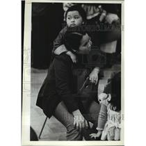 1982 Press Photo Ping Pong, 3, relaxed against his mother Mouknoi Somsak