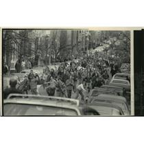 1976 Press Photo Antibusing Demonstrators Threw Objects At Police Near School