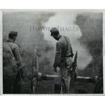 1960 Press Photo Contestant participates in accuracy firing of Civil War cannon