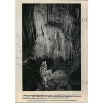 1992 Press Photo A Scientific Team Examines Sistema Cheve, The Cave In Mexico