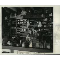 1965 Press Photo Janet and Dale Pierson Satisfy Sweet Tooth at Village Store