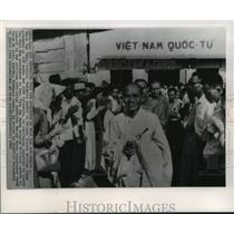 1965 Press Photo Thich Tam Chau, center, Buddhist leader in Saigo.  Buddhism