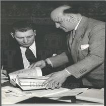 1935 Press Photo Hirschfield Presents Book Gov Johnson