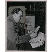 "1949 Press Photo ""The Television Announcer Announces a Ballgame"" - neo01706"