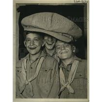 1922 Press Photo Largest Hat on Exhibit at Retail Clothiers Convention, New York