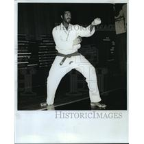 1973 Press Photo Asatida Karriem Allab in the 6th style fighting position.