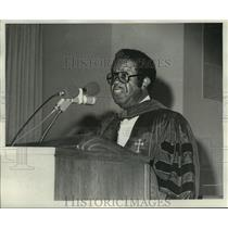 1976 Press Photo Dr. Ralph Abernathy speaking at Dillard University Founder Day.