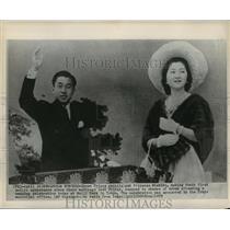 1959 Press Photo Crown Prince Akihito and Princess Machiko at Maiji Park, Tokyo.