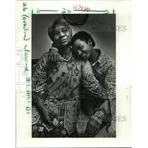 1986 Press Photo Reunion of Geraldine Amos of New Orleans with Ethiopia Child