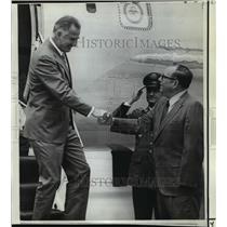 1971 Press Photo Vice President Spiro Agnew getting off plane - noa14108