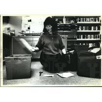 1990 Press Photo Worker Brenda Bergsrund,  Z.J. Loussac Library, Anchorage, AK