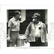 1986 Press Photo Kenner police directing traffic American Cyanamid barge fire