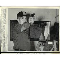 1974 Press Photo Sgt. Hershel Anderson defending National Pistol Title in Ohio