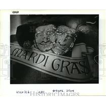 1994 Press Photo Mardi Gras Sign for Hotel Intercontinental Being Installed