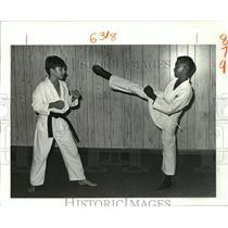 1988 Press Photo Joseph Sino III & Danny Pineiro of Taekwondo Karate School