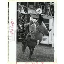 1991 Press Photo Angola Prison Rodeo - Inmate in Bronc Busting Competition