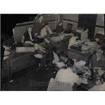 1948 Press Photo Clerks Municipal Court Arthur Cauwels