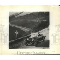 1929 Press Photo 1929 Automobile on a Dirt Road in the Hills and Mountains