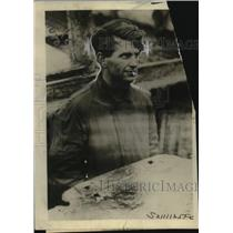 "1920 Press Photo Ernest Brown Stops Leak in ""Ganee"""" Ship with Body - neo24192"