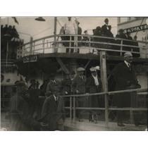 1922 Press Photo Warren G. Harding leaving boat at Mt. Pleasant, Pennsylvania