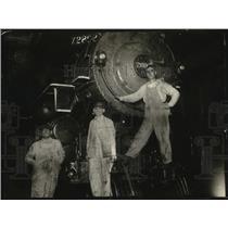1923 Press Photo Men Working on Train Departing to Omaha, Nebraska - neo20863