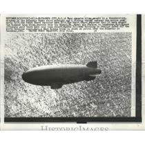 1957 Press Photo Navy Reserve Blimp Crew of 16 Rescued off North Carolina Shore