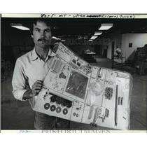 1982 Press Photo Chip Erwin President of Midwest Mircolites Inc. - mja64690
