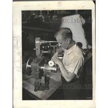 1941 Press Photo Edwad Getz, Cleveland Machinist - nef68697