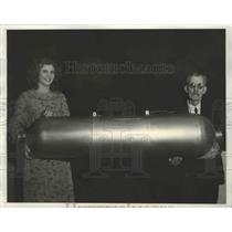 1933 Press Photo MIniature Model of the Dirigible with Inventor C.R. Miner