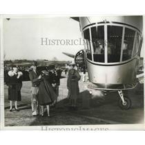 1939 Press Photo Mrs.Hazel Schippel christened the Rainbow Plane - nef65799