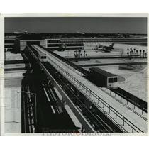 1971 Press Photo Automatic Shuffle Cars Traveling Between Airport Buildings