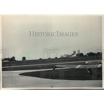 1983 Press Photo Ultralight plane near runway at Hartford Municipal Airport