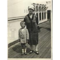 1930 Press Photo Mrs E.C.Chamberlain & Grandson Bobby Moffitt on S.S. Leviathan