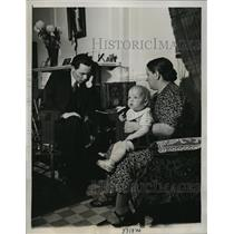 1939 Press Photo New York Reverend Uotinen Follow Developments In Finland, NYC