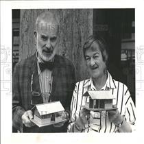 1997 Press Photo Albi Couple Fund Raising Mini Houses