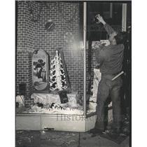 1968 Press Photo Downtown store broken Glass Skagg Drug
