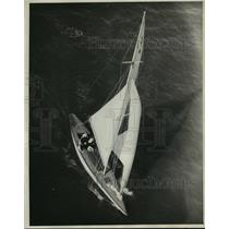 1932 Press Photo blimp view of a yacht in the Mid-Winter Regatta, Los Angeles