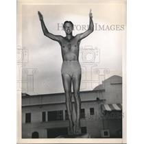 1948 Press Photo diver Frank Kurtz of USAF practicing for the Olympic Trials