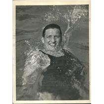 1933 Press Photo George Kojac sets new world record in 440 Yd. Swim - sbs06329