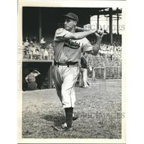 1938 Press Photo Pirates outfielder John Rizzo ready for world series vs Yankees