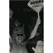 1989 Press Photo Milwaukee Bucks Fan, Eric Anderson Cheering at Bradley Center
