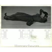 1981 Press Photo Maggie Lettvin exercising to prove testimonial for her claims