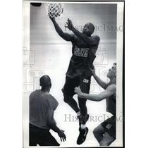 1994 Press Photo Milwaukee Bucks Player Voshon Lenard at Cousins Center