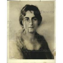 1918 Press Photo Helen Burnham works for Soldiers Fund in DC - neo14933