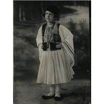 1925 Press Photo Nimet Yousry Pasha in Native Egyptian Costume - neo17592