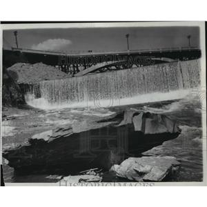 1937 Press Photo Water flows lightly over Spokane Falls  - spx19111