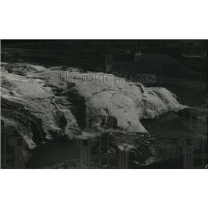 1930 Press Photo Spokane Falls frozen over in winter - spx19113